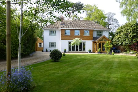 Redwood House Lymington B&B - Bed & Breakfast
