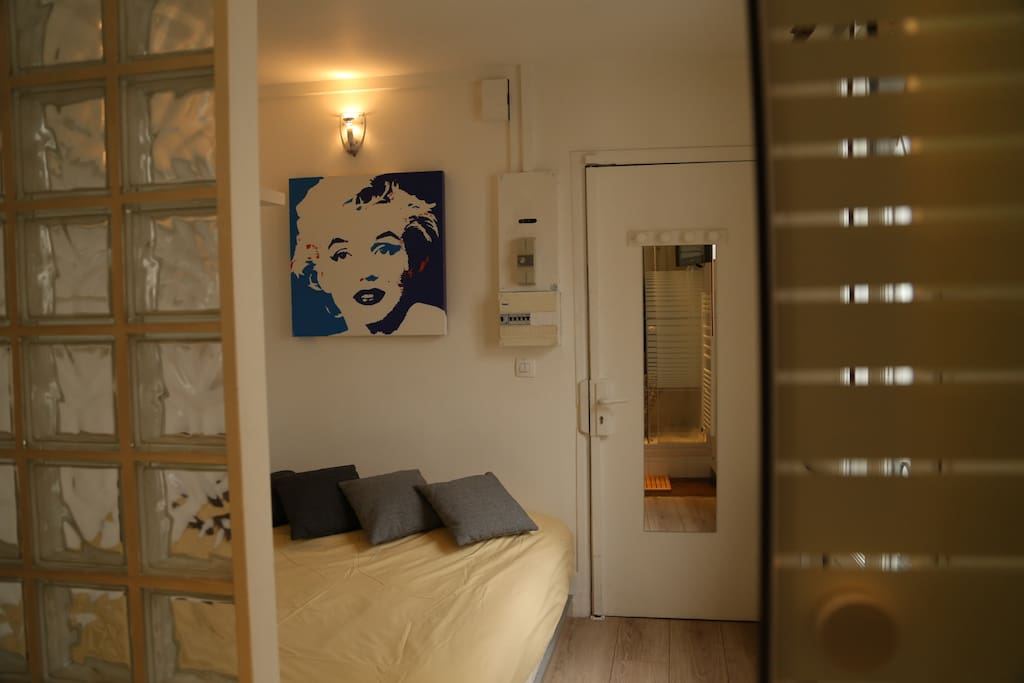 Private room in the heart of Paris