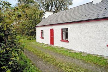 Idylic Cottage Gortlusk, Donegal - Hus