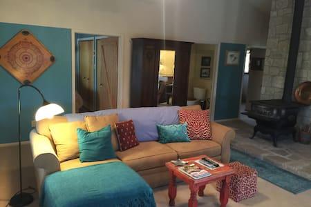 SouthPaw Guest House & Hobby Farm - Medina