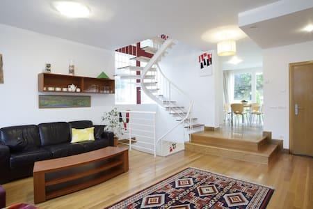 Great villa_best location_2 garages - Donostia - Villa