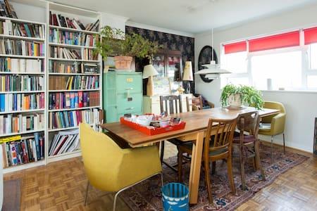 Lovely room, arty flat, zone 2.