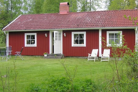 """Cosy """"Tildas Urshult"""" in the Wood - Zomerhuis/Cottage"""