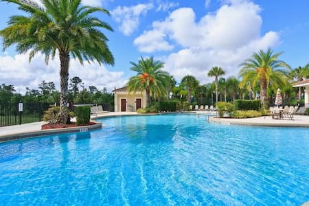 LUXURY VILLA 1.5 MILES TO DISNEY