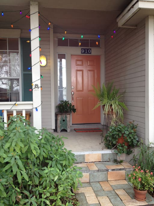 Welcome to our home in the central Zilker Neighborhood, close to Downtown, Zilker Park, and all the Austin fun.