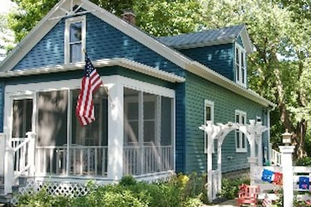 Charming 5 BR Lk Michigan Cottage - Ház