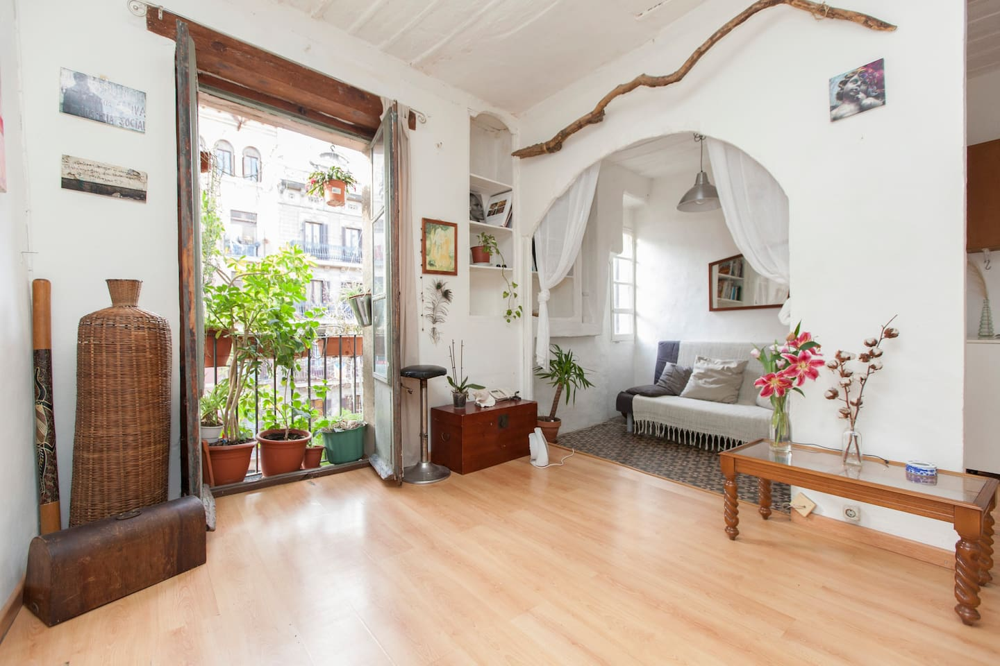 the living room, with views to the Santa Maria del Mar Cathedral, an authentic gothic gem!!!