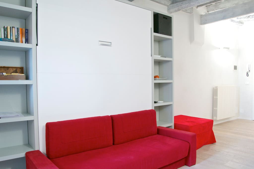 Guests have at their disposal: books, DVDs, game consoles (xbox) and games for children.