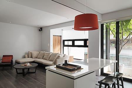 Sunlight, Tree & Modern. 3 min to MRT - Xindian District - Apartment