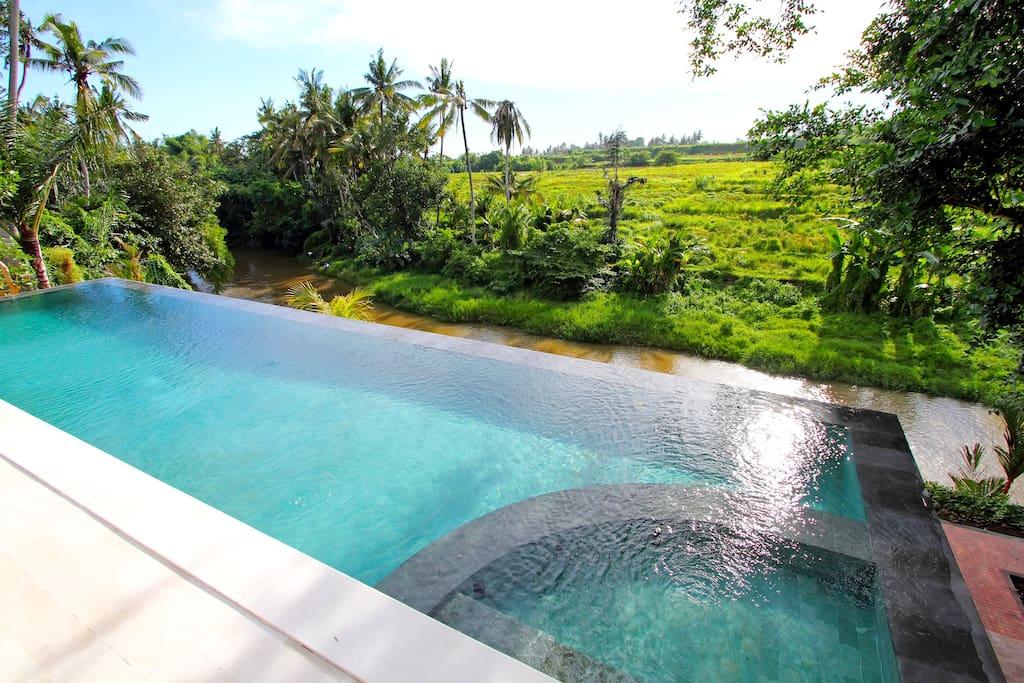 la piscine..la rivière...paysage...