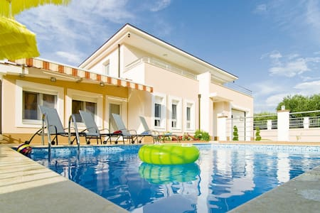 VILLA MILLA with private pool, jacuzzi, gym, max 8 - Srinjine - Villa