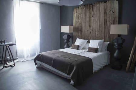 Maison d'Aliénor - Taillebourg - Bed & Breakfast