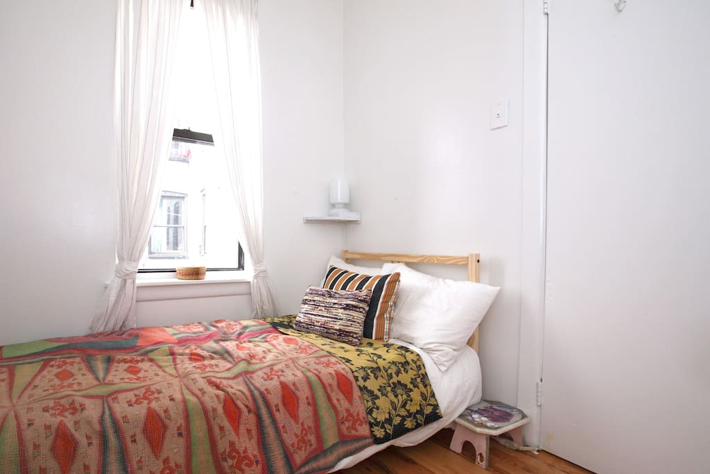 Private Happy Williamsburg Room