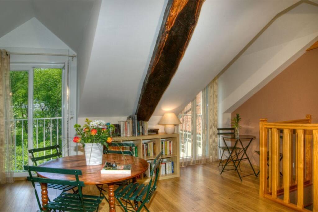 espace salon bibliothèque 2° Etage