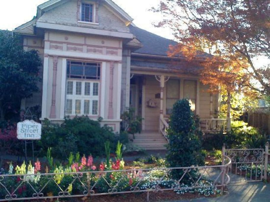 Historic 1882 home with cottage in lovely and quiet garden.