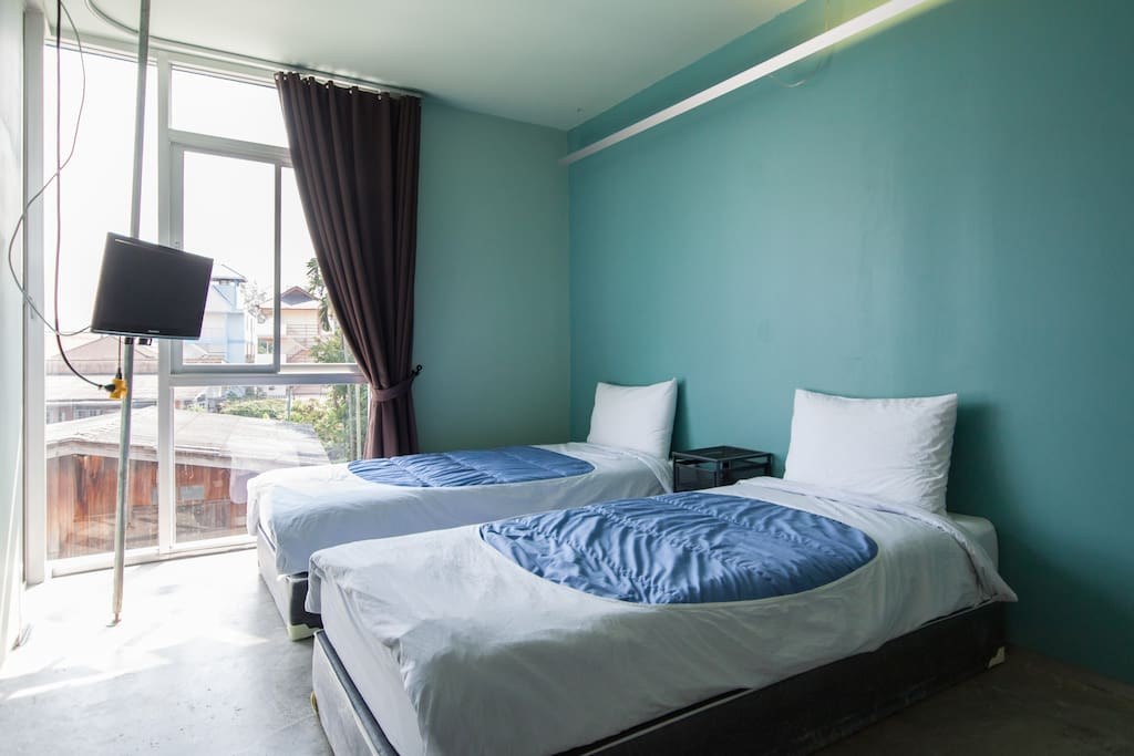 Comfortable Twin Beds Room