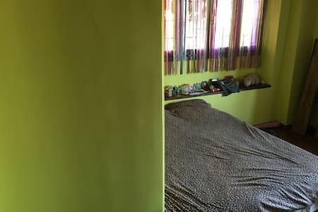 Cozy room in a quiet neighboorhood - Apartment