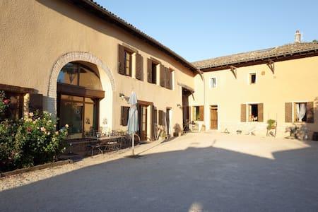 les Chambres à ID + Gîte de Marilou - Messimy-sur-Saône - Bed & Breakfast