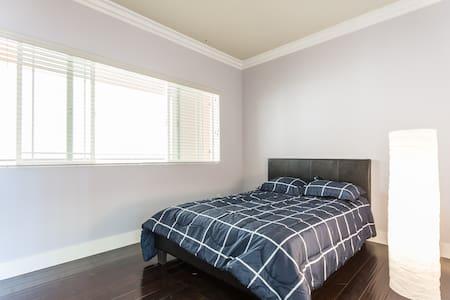 Private room in luxury condo - Wohnung