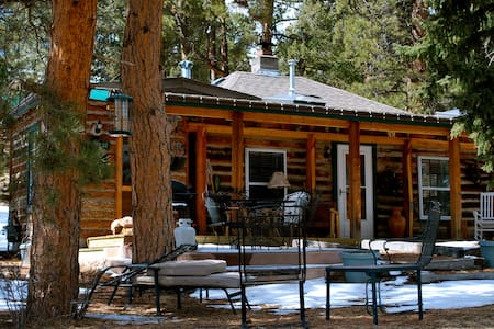 Eagle's Nest Cabin on 35 Acres with Wi-Fi - Cabaña