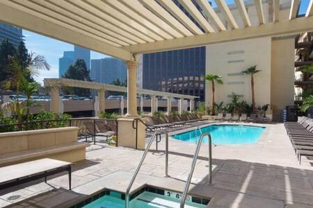 Resort Style Master Bedroom in DTLA - Los Angeles - Apartment