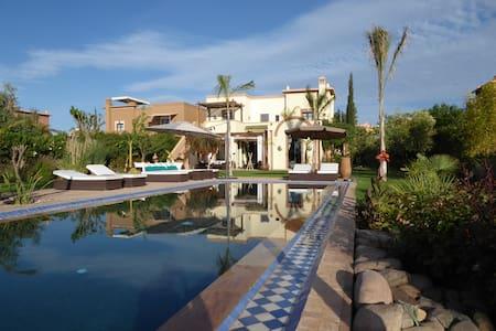 Villa avec piscine dans Golf - House