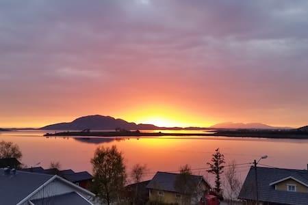 Leilighet på idylliske Helgelandskysten! - Berg - Apartament