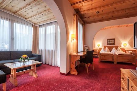 Waldhotel National ein Paradies auch für Familien - Arosa - Bed & Breakfast