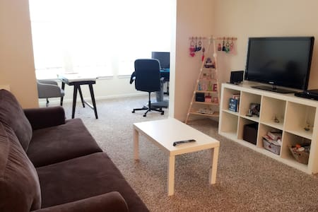 Cozy 1BR Apt with Free Parking. - Wohnung