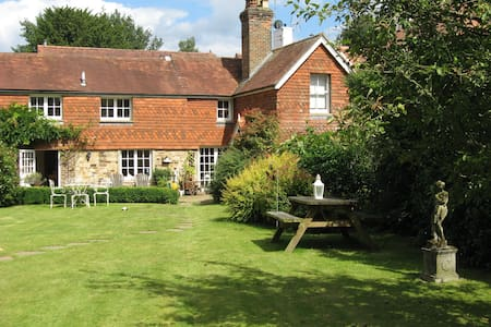 Cottage Double bedroom - 15mins from Gatwick - Horsham - Rumah
