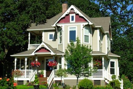 Victorian Garden Guest House - House