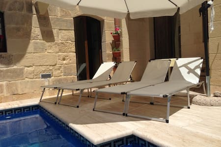 B&B Gozo Home, Double Bedroom Ensuite - Ix-Xewkija
