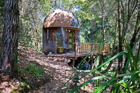 Mushroom Dome Cabin: #1  on airbnb - Aptos - Srub