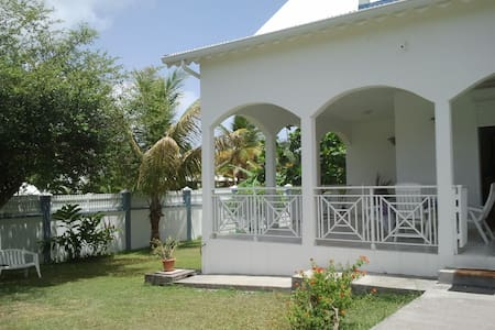 villa proche plage, ville, casino - Guadeloupe - Villa