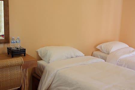 Fan Room with bathroom & WiFi (4)