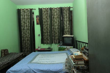 A spacious accommodation with free Yoga retreat - Faridabad - Haus
