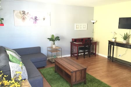 Sleeps 6.BART. 30 to SF.Private 2br
