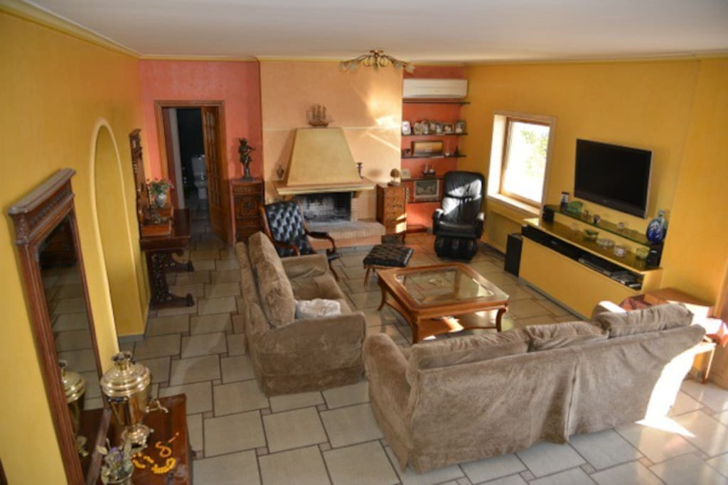 A two levels apartment with 4 bedrooms , 2 bathrooms, 1 WC, large living room,kitchen and 3 verandas