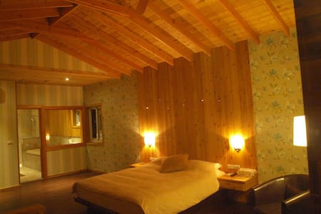 雞蛋花 家庭四人房  有各自獨立的房間及乾濕分離浴室 適合全家出遊 - Haus