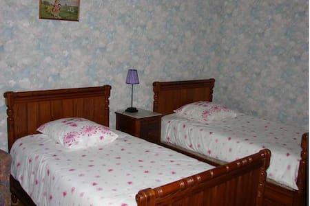 Suite Familiale Berry-Bourbonnais - Bed & Breakfast