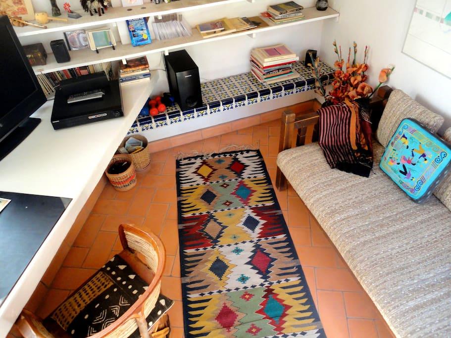 Cozy den under loft, home theatre, Tres Casitas San Miguel