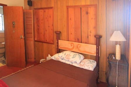 Private Entrance 2 Bedroom Suite - Sooke - House