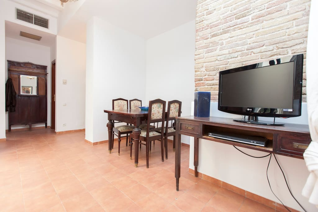 CHARMING FLAT IN IDEAL LOCATION!