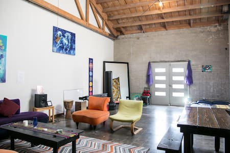 Artist Loft w/Cozy Charm + Parking - Los Angeles - Loft