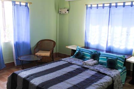 NANDANS'  GUESTHOUSE - Apartemen