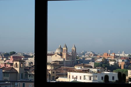 Rome in B&B with amazing view! (ER)