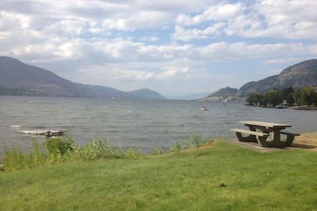 Skaha Lake access & view home - Ház
