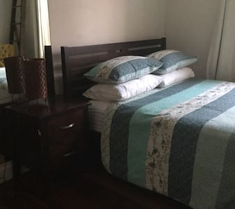 Large comfortable room - Attadale - Casa