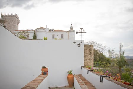 Estremoz Castle Wall House  - Apartment