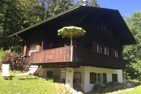 Traditional swiss wooden chalet, built in 1966. - Les Prés-d'Orvin - Bungalo